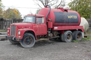 Water_tank_truck_in_the_USA
